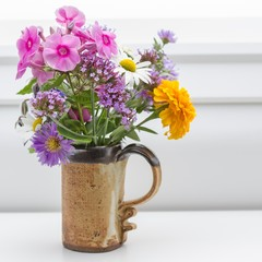Bunter Gartenblumenstrauß