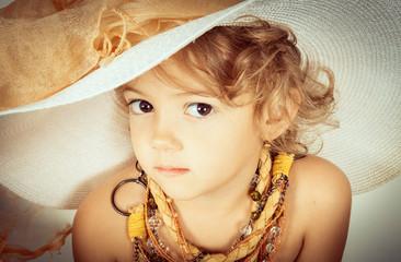 bella bambina con cappello