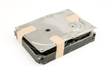 絆創膏を貼ったハードディスクドライブ