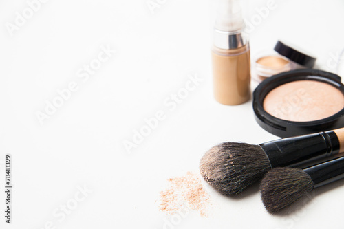 Powder, foundation and brushes on the white background - 78418399