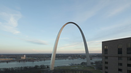 4K Time lapse Gateway Arch St. Louis wide aerial view