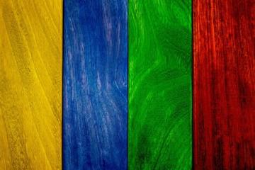 Listelli di legno colorati