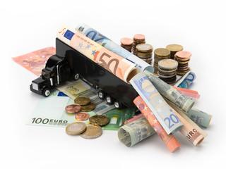 Lastwagen mit Euro-Scheinen und Münzen