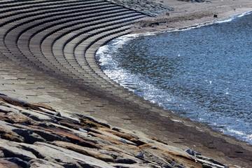 人口海岸の波打ち際の風景