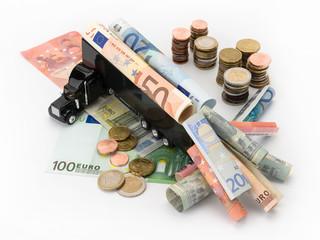 Lastwagen mit Geldscheinen und Münzen