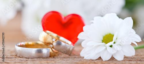 wedding rings - 78442799