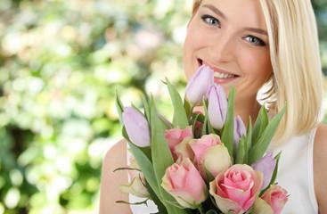 Blumen pflücken im Garten