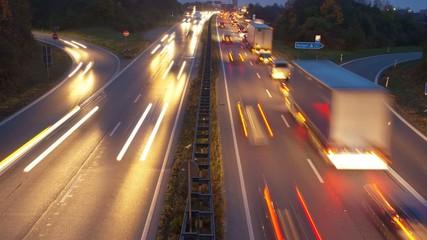 Zeitraffer Verkehr auf Autobahn