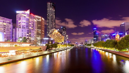 Panning timelapse video of the Yarra River in Melbourne at night
