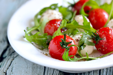 Salad with mozzarella and tomatos