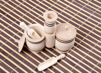 Double wooden salt shaker with spoons and lids