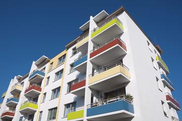 Sozialer Wohnungsbau: Sanierter Plattenbau
