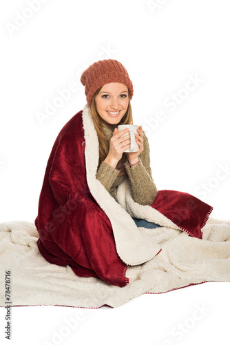 canvas print picture Frau winterlich wärmt sich mit heißem Getränk