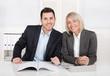 Erfolgreiches business team - männlich weiblich im Büro