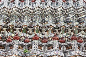 Demon Guardian statues decorating the Buddhist temple Wat Arun i