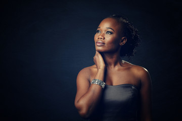 jeune femmee noire glamour