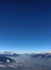 Hochgebirge im Nebel