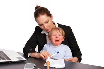 Mutter und Kind bei der Arbeit Serienbild 9