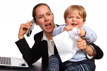 Mutter und Kind bei der Arbeit Serienbild 3