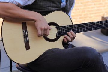 chitarra strumento musicale a corde