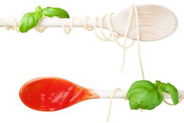 Kochlöffel parallel mit Tomatensoße - weiß