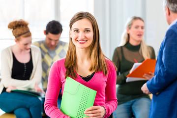Uni Studentin in der Klasse