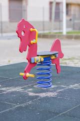 Columpio en forma de caballo.