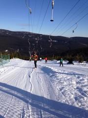skilift im skigebiet in einer wintersportregion