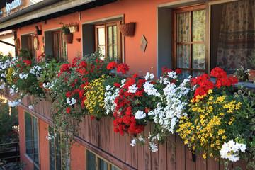 fiumalbo paese del'appennino tosco emiliano balconi fioriti