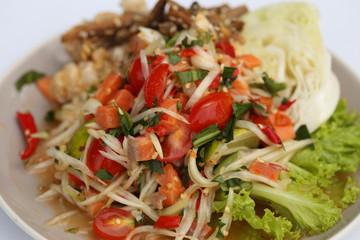 papaya spicy salad with salmon