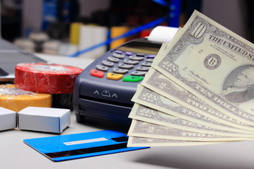 Money and payment terminal with credit card