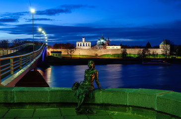 Sculpture of tourist girl and the Novgorod Kremlin