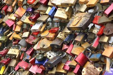 Liebesschlösser an der Hohenzollernbrücke in Köln, Deutschland