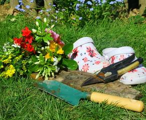 cueillette,printannière, jardinage ,outil,fleurs et sabot