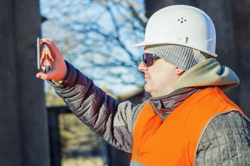 Construction employee filmed with tablet PC