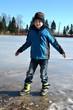 Junge auf dem Eis