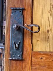 Holztür mit Klinke