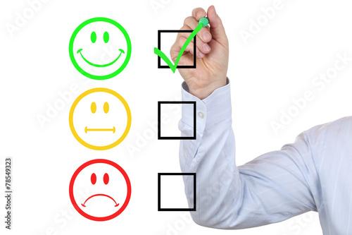 Businessman bei Bewertung einer sehr guten Service Qualität - 78549323