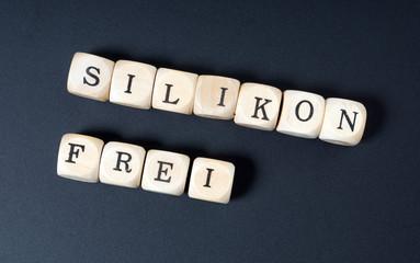 Holzwürfel mit dem Wort silikonfrei