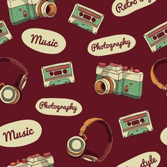 Seamless pattern in retro style. Camera, audio cassette