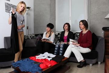 Présentation de robes pour vente à domicile