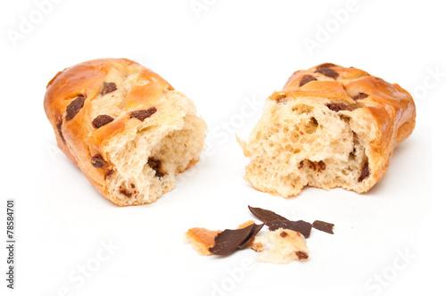 Papiers peints Boulangerie brioche aux pépites de chocolat sur fond blanc