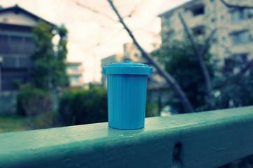 水色のゴミ箱