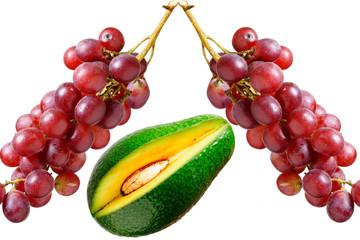 Mango e uva su tavolo sfondo bianco