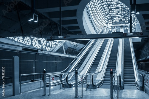 Poster Treinstation Moving escalator in the business center