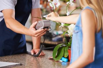 Mobile Payment an der Kasse im EInzelhandel