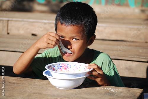 Child eating - 78595727