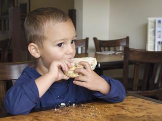 Child eating cake i
