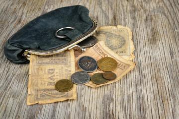 vecchio portamonete e vecchie lire