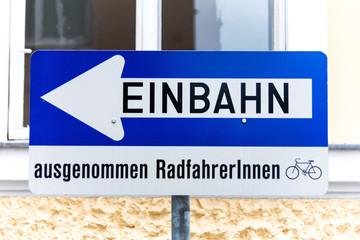 Einbahnstraße, Verkehrsschild mit Zusatz